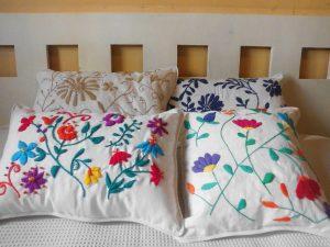 almohadones-bordados-mexicanos-artesanales-686101-MLA20285837717_042015-F